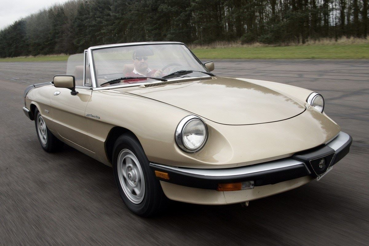 alfa romeo spider classic car review honest john. Black Bedroom Furniture Sets. Home Design Ideas