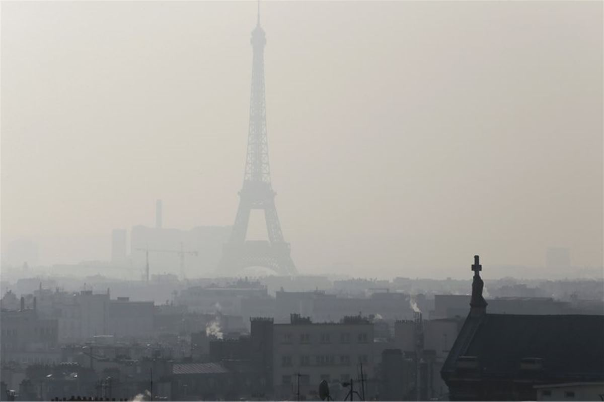 motorists face 117 fine for driving in france without emissions stickers motoring news. Black Bedroom Furniture Sets. Home Design Ideas