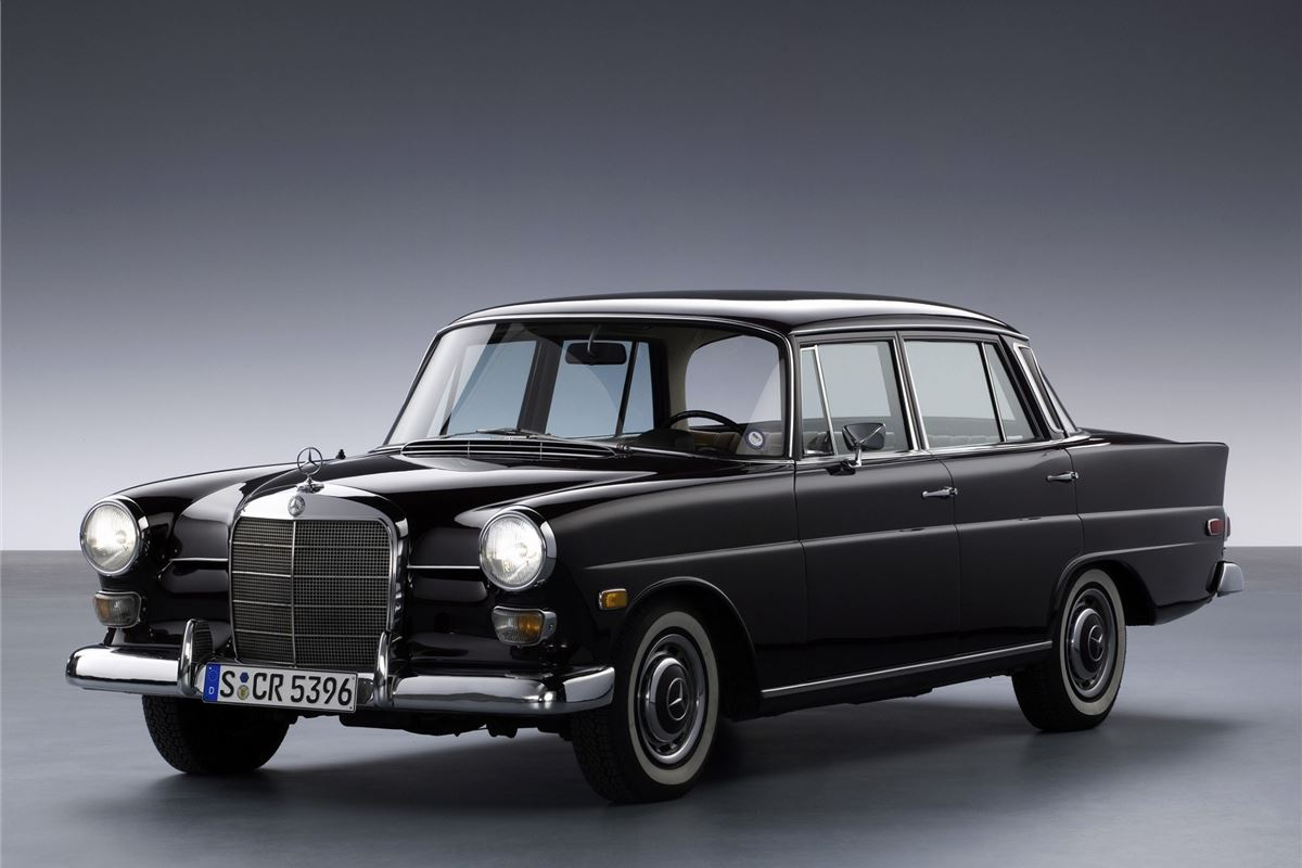 Mercedes benz 190 300 classic car review honest john for Mercedes benz of louisville