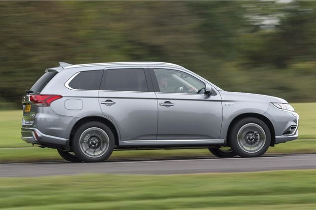 Mitsubishi Outlander PHEV 2014 - Car Review   Honest John