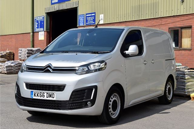 2a50d58f3495 Citroen Dispatch 2016 - Van Review