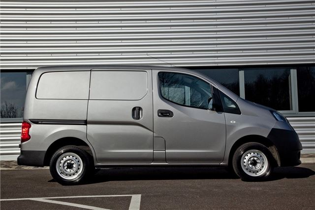 adc4e7885f0aea Nissan NV200 2009 - Van Review