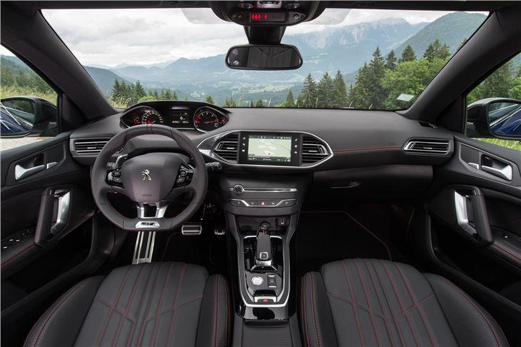 Peugeot 308 2017 revamp range road test road tests for Interieur 308 allure