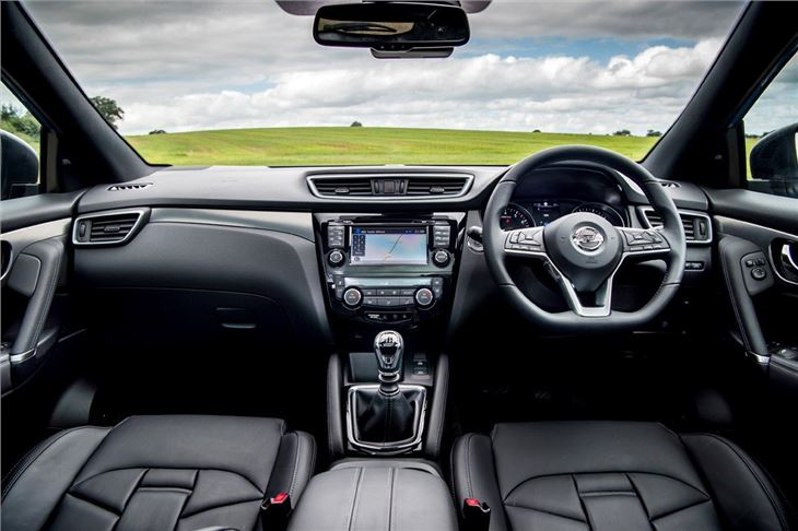 Nissan qashqai 2014 car review honest john for Interior nissan qashqai