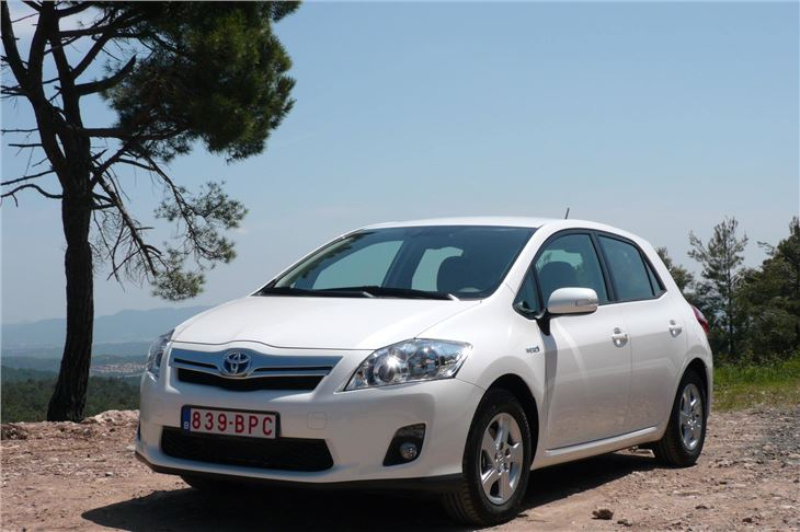 toyota auris hybrid 2010 road test road tests honest john. Black Bedroom Furniture Sets. Home Design Ideas