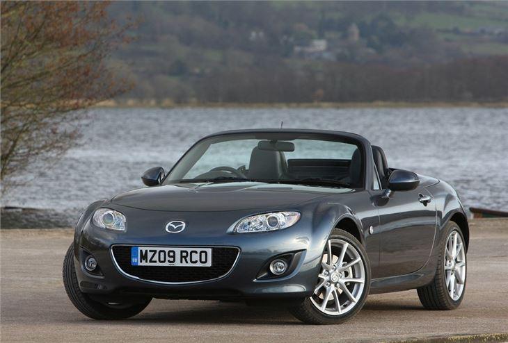 https://images.honestjohn.co.uk/imagecache/file/fit/730x700/media/3386382/Mazda~MX-5~RC~(6).jpg