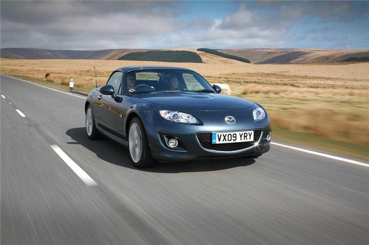 https://images.honestjohn.co.uk/imagecache/file/fit/730x700/media/3386666/Mazda~MX-5~RC~(8).jpg
