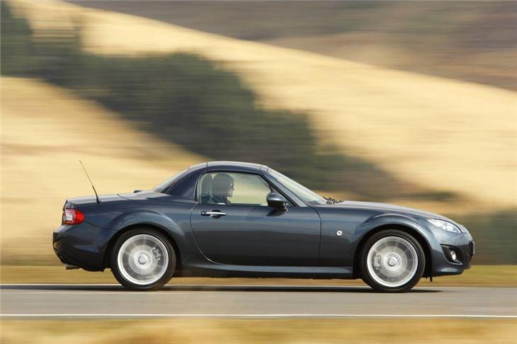https://images.honestjohn.co.uk/imagecache/file/fit/730x700/media/3386682/Mazda~MX-5~RC~(9).jpg