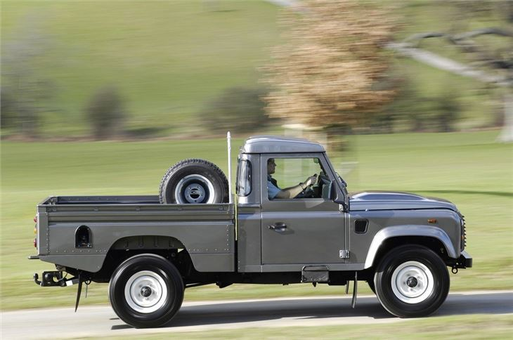 land rover defender 1984 car review honest john. Black Bedroom Furniture Sets. Home Design Ideas