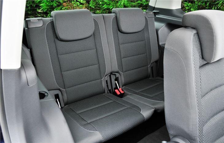 Volkswagen touran 2010 car review honest john for Interior touran