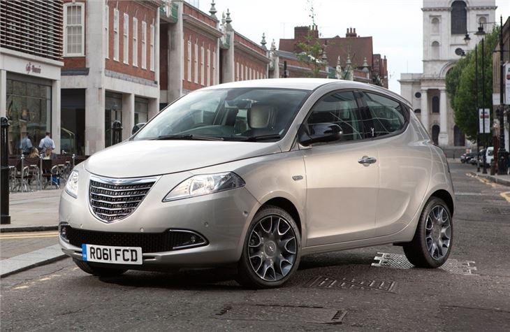 https://images.honestjohn.co.uk/imagecache/file/fit/730x700/media/4330829/Chrysler~Ypsilon~(7).jpg