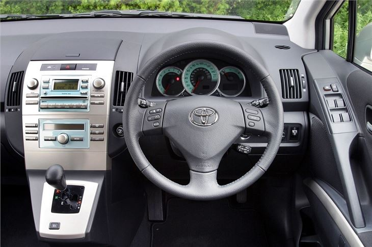 Toyota Corolla Verso 2004 - Car Review | Honest John