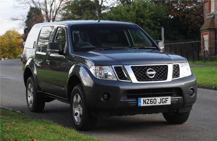 Nissan Pathfinder Van (2010u20132015)