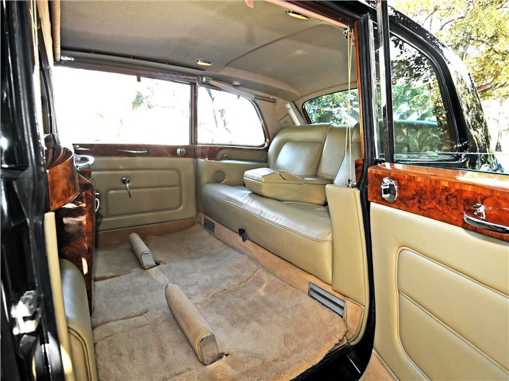 rolls royce phantom v limousine classic car review honest john. Black Bedroom Furniture Sets. Home Design Ideas