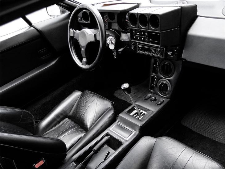 https://images.honestjohn.co.uk/imagecache/file/fit/730x700/media/5677207/Lamborghini%20Jalpa%20(3).jpg