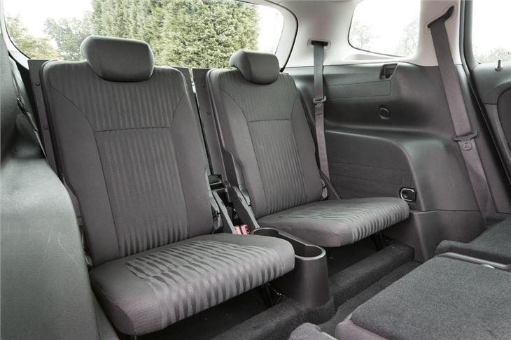Vauxhall zafira c 2012 car review honest john for Opel zafira interieur