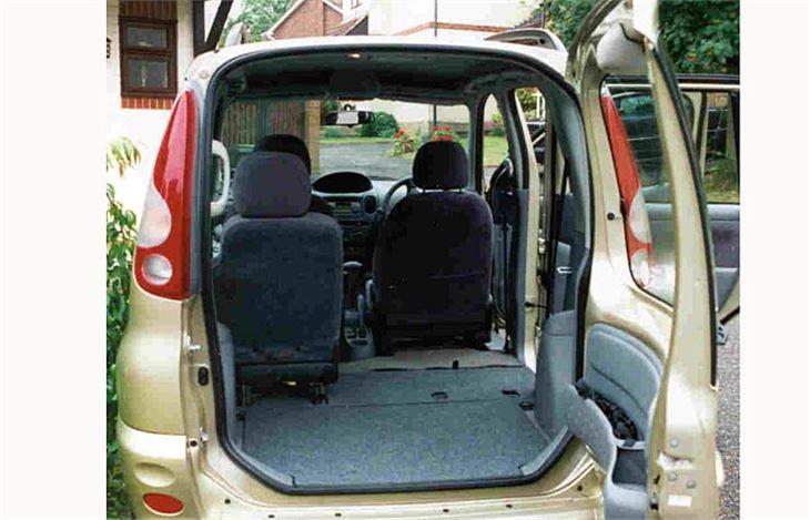 toyota yaris verso year 2000 road test road tests honest john. Black Bedroom Furniture Sets. Home Design Ideas
