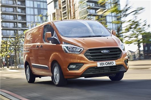 d5555999ce Ford unveils 2018 Transit Custom with lower running costs and hybrid tech