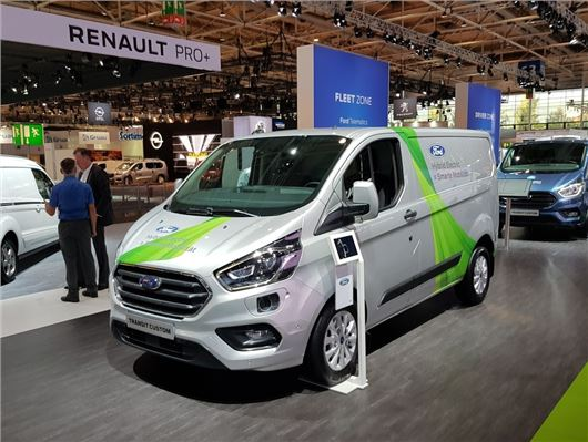 ford transit custom gets power boost and hybrid tech for. Black Bedroom Furniture Sets. Home Design Ideas