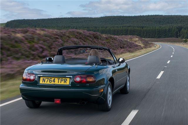 https://images.honestjohn.co.uk/imagecache/file/width/640/media/11343332/Mazda~MX-5~Mk1~(5).jpg