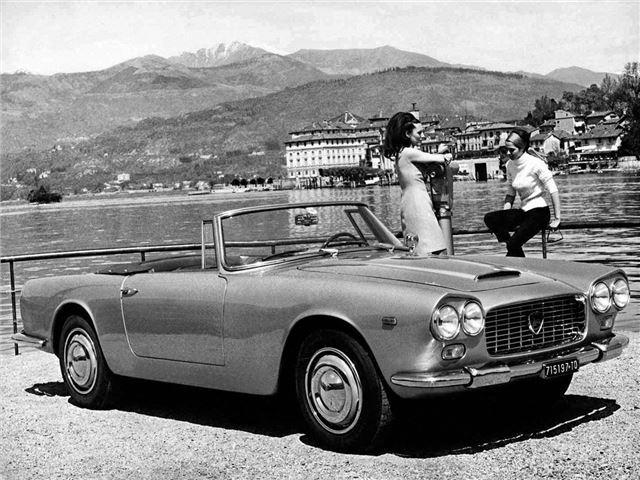 https://images.honestjohn.co.uk/imagecache/file/width/640/media/6199982/Lancia~Flaminia~Convertible~(2).jpg