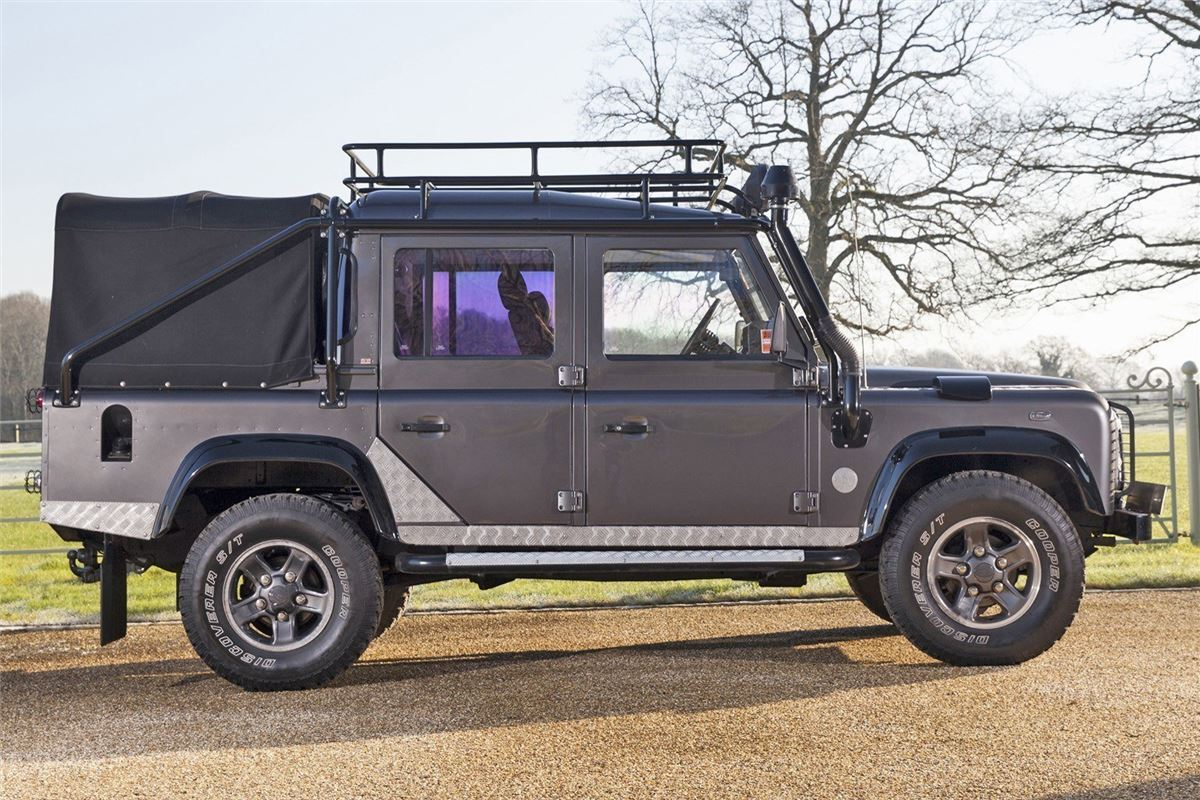 Land rover defender 39 tomb raider 39 in historics march 12th for Land rover tarbes garage moderne