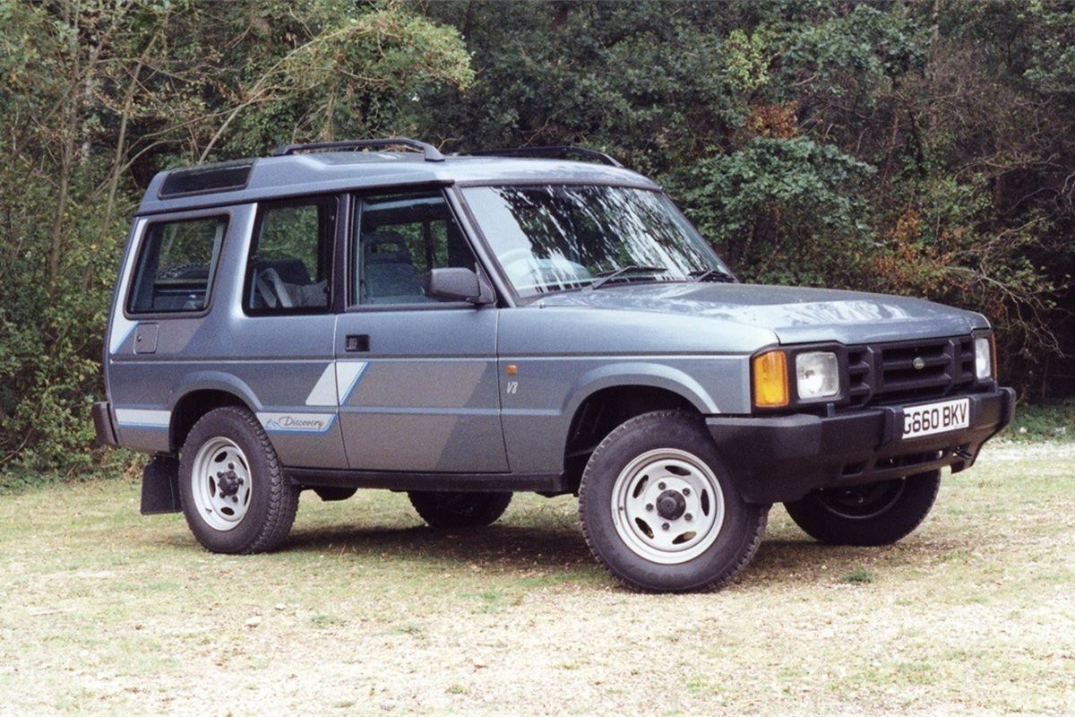 Land rover discovery classic car review honest john for Land rover tarbes garage moderne