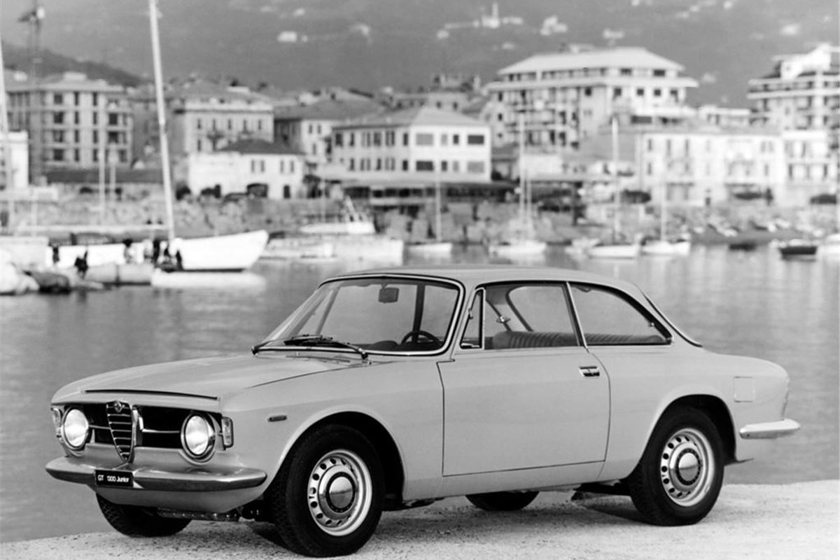 alfa romeo giulia type 105 classic car review honest john. Black Bedroom Furniture Sets. Home Design Ideas