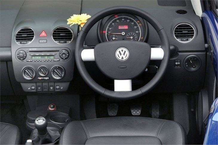 Volkswagen new beetle classic car review honest john for New beetle interieur