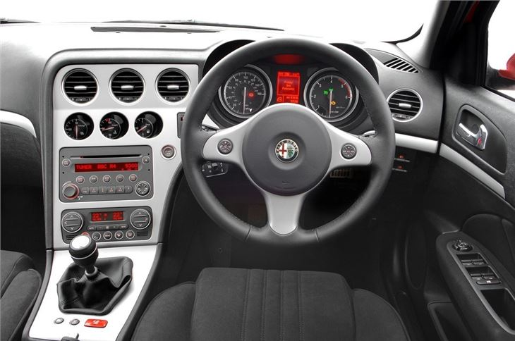 Alfa romeo 159 2006 car review honest john for Alfa romeo 159 interieur