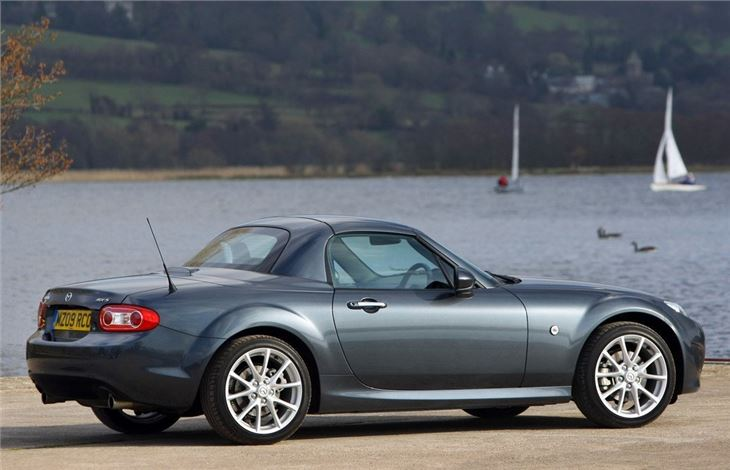 mazda mx 5 roadster coupe 2006 car review honest john. Black Bedroom Furniture Sets. Home Design Ideas