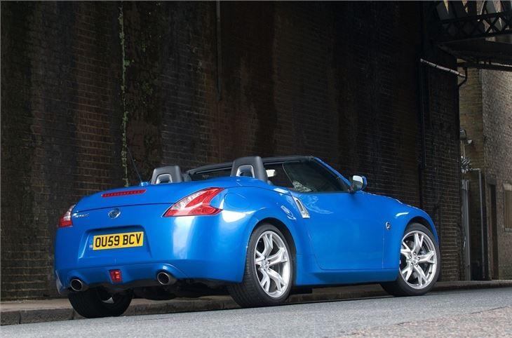 nissan 370z roadster 2010 car review honest john. Black Bedroom Furniture Sets. Home Design Ideas