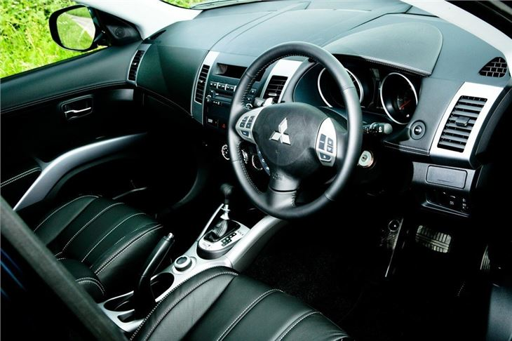 Mitsubishi outlander 2007 car review honest john for Mitsubishi outlander interior dimensions