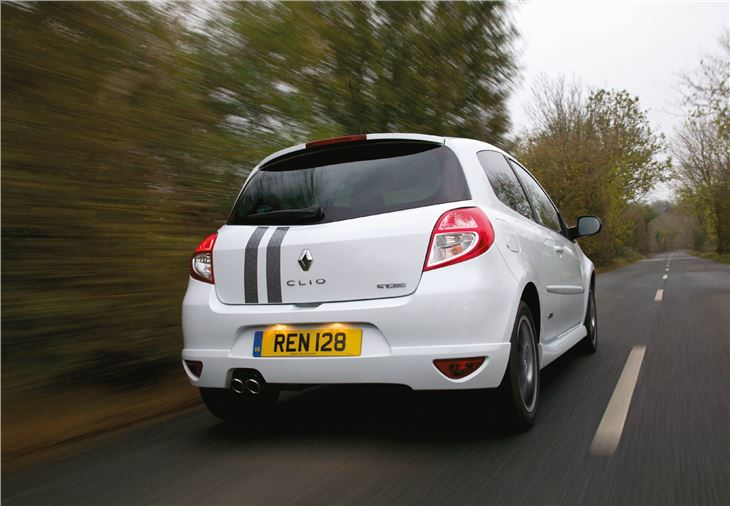 renault clio gordini dci 106 2011 road test road tests. Black Bedroom Furniture Sets. Home Design Ideas