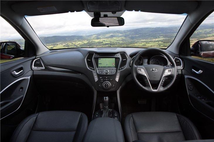hyundai santa fe 2012 car review interior honest john. Black Bedroom Furniture Sets. Home Design Ideas
