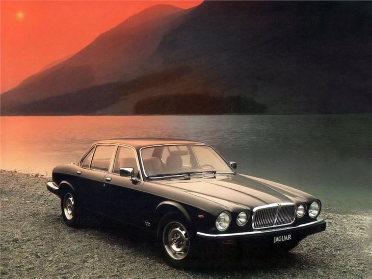 jaguar xj6 xj12 classic car review honest john. Black Bedroom Furniture Sets. Home Design Ideas