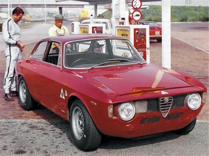 alfa romeo giulia type 105 classic car review honest. Black Bedroom Furniture Sets. Home Design Ideas
