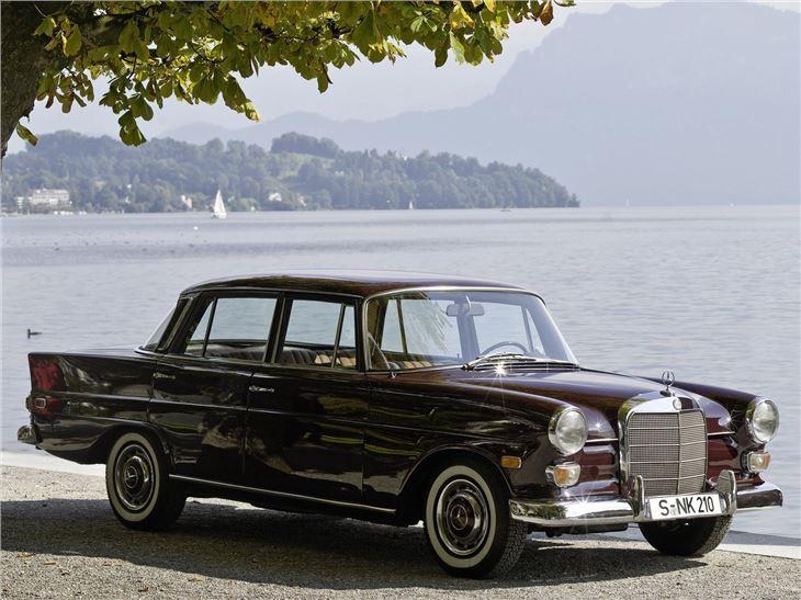 Mercedes benz 190 300 classic car review honest john for Mercedes benz loveland co