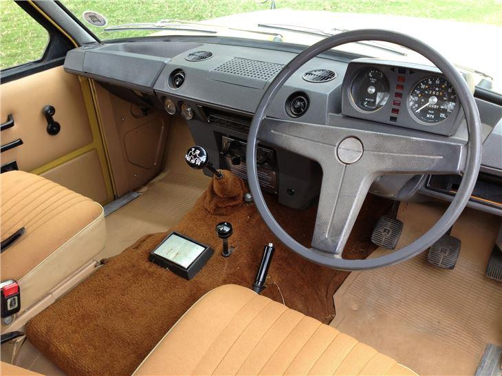 Land rover range rover classic car review honest john - Range rover classic interior parts ...