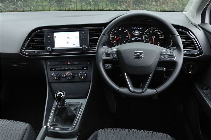 Seat leon 2013 car review honest john for Seat leon interior