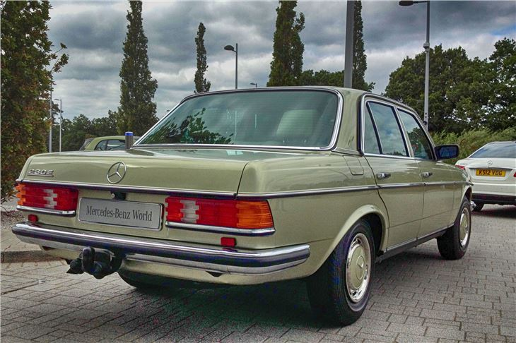 Mercedes benz e class w123 classic car review honest for Mercedes benz 230e