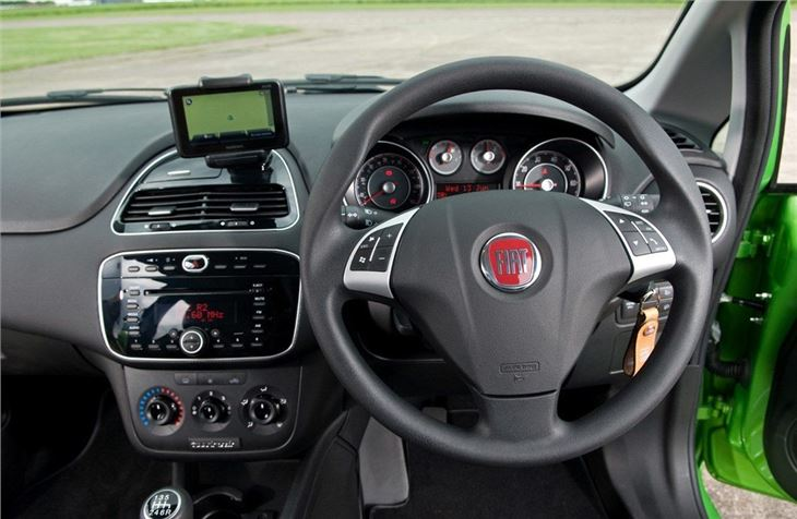 Fiat punto evo 2010 car review honest john for Fiat punto 1 interieur