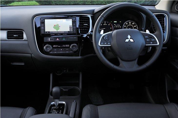 Mitsubishi outlander 2012 car review honest john for Mitsubishi outlander interior dimensions