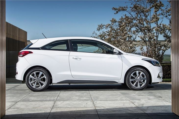 hyundai i20 coupe 2015 car review honest john. Black Bedroom Furniture Sets. Home Design Ideas