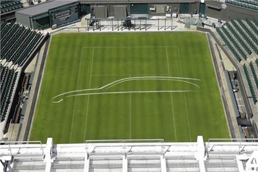 Jaguar Teases XF Sportbrake By Drawing Design Outline On Wimbledon Centre Court